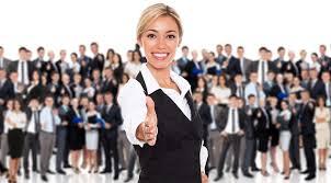 Directorii de companii din România se aşteaptă să crească numărul de angajaţi în următoarele 12 luni