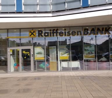 Raiffeisen Bank a inaugurat prima agenţie «self service» la Cluj