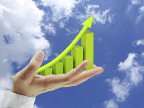 Economia a crescut cu 4,3% în T1 din consum. UniCredit Bank atrage atenţia