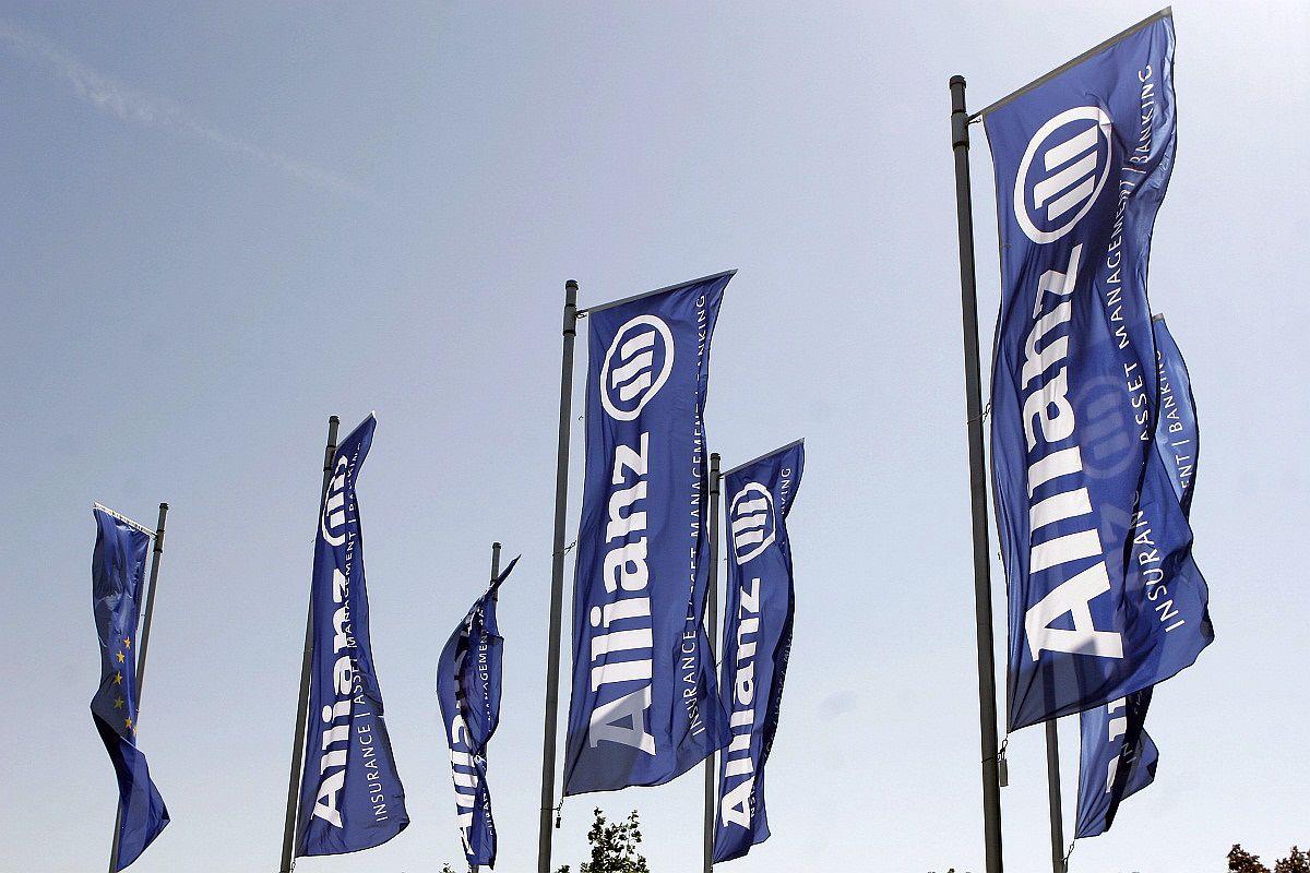Allianz-Țiriac, primul asigurător din România care îşi echipează agenţii cu mPOS-uri