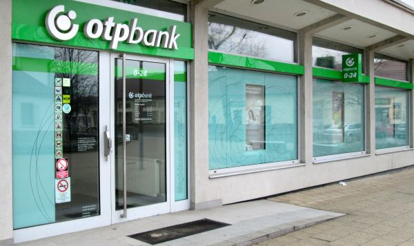 Premieră: OTP Bank oferă credite pentru dubla prefinanţare a subvenţiilor APIA