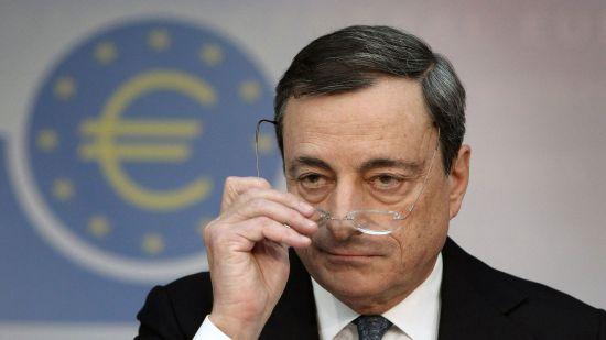 Euro scade la cel mai mic nivel al său din luna martie