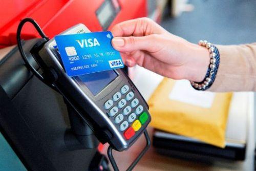 Peste jumătate dintre plăţile cu carduri Visa în Europa sunt contactless