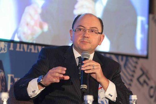 Aproape un milion de români au urmat cursurile de educaţie financiară derulate de Visa şi Junior Achievement România