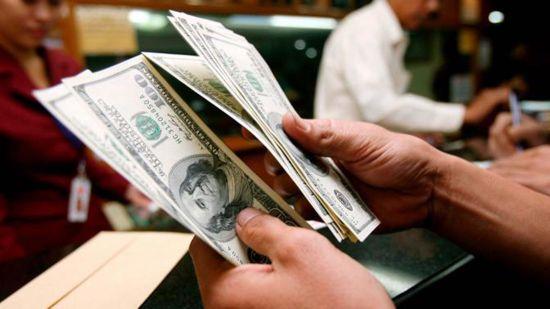 Goldman Sachs: dolarul va ajunge la paritate cu euro în 2017