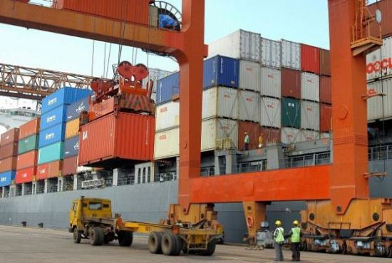 Creştere spectaculoasă a exporturilor şi a importurilor în luna noiembrie 2016