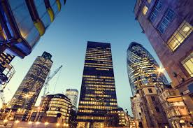 Bancherii londonezi fac un apel la premierul Theresa May pentru un Brexit special