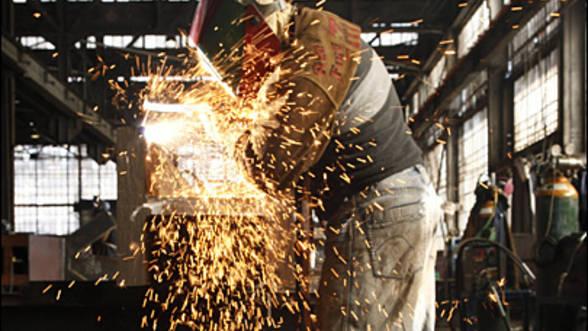 Producţia industrială a crescut cu 5,3% în luna noiembrie 2016 în termeni anuali