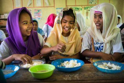 Mastercard şi Programul Alimentar Mondial oferă 100 de milioane de porții de mâncare pentru copii