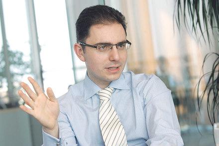 UniCredit Bank adaugă funcţionalităţi noi şi actualizează interfaţa pentru serviciul  Mobile Banking