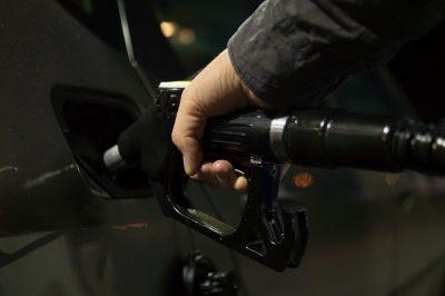 Profesie românească: agent fiscal la benzinărie