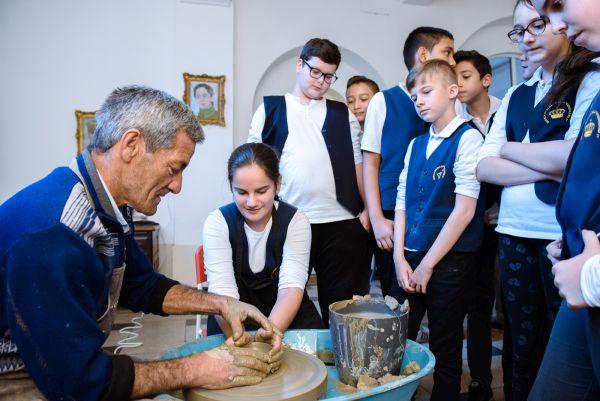"""Bancpost lansează campania """"Țara ta, Tradiția ta"""" – primul proiect de educație culturală axat pe promovarea patrimoniului UNESCO din România"""