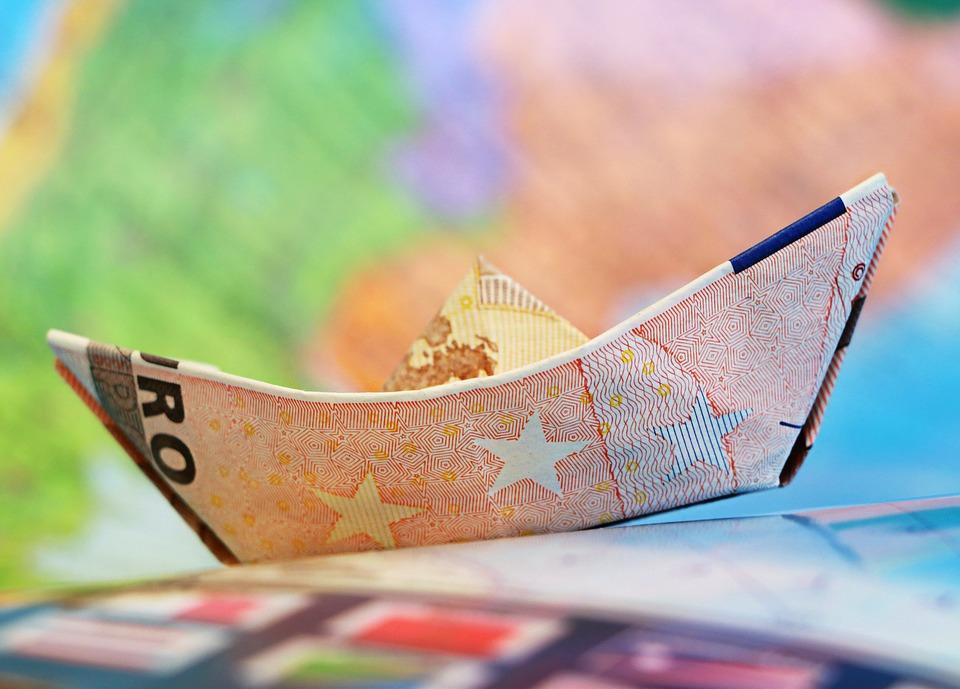Evoluţia euro depinde de implementarea reformelor structurale