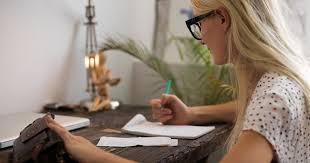 Românii cred că e important să citească atent orice document înainte de a-l semna, dar numai 67% spun că fac acest lucru