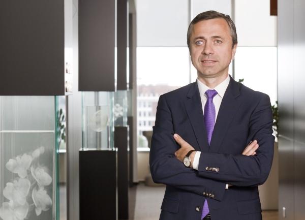 PwC: Optimismul directorilor generali, la nivel global, atinge niveluri record in ciuda amenintarilor la adresa cresterii economice