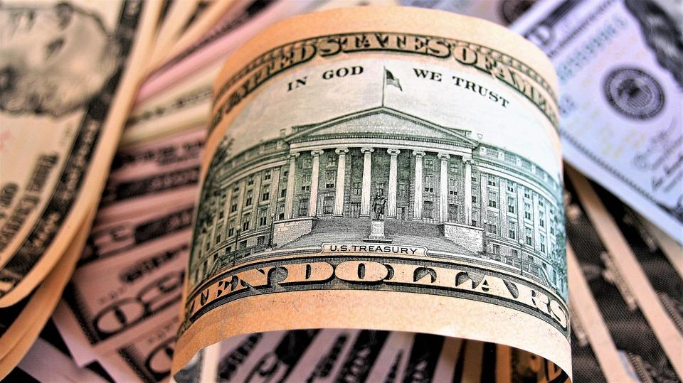 Oare mai poate ajunge raportul euro-dolar la 1 la 1? Mai curând la 1,2570
