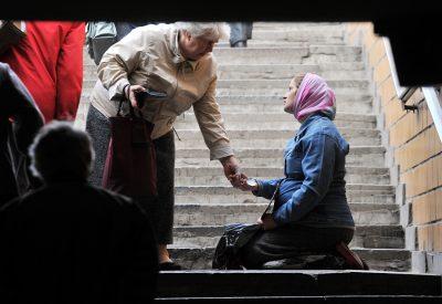 10 indicatori social-economici de sărăcie – România faţă de media UE