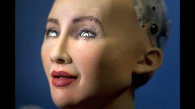 UniCredit – primul grup bancar din lume care pune la dispoziția robotului umanoid Sophia un card de credit!