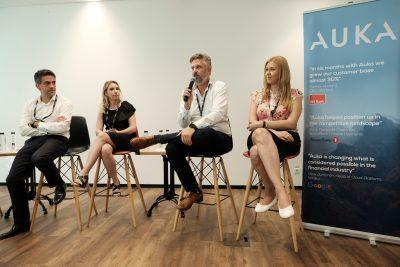 Fintech-ul AUKA a organizat o dezbatere pe tema plăților mobile în România