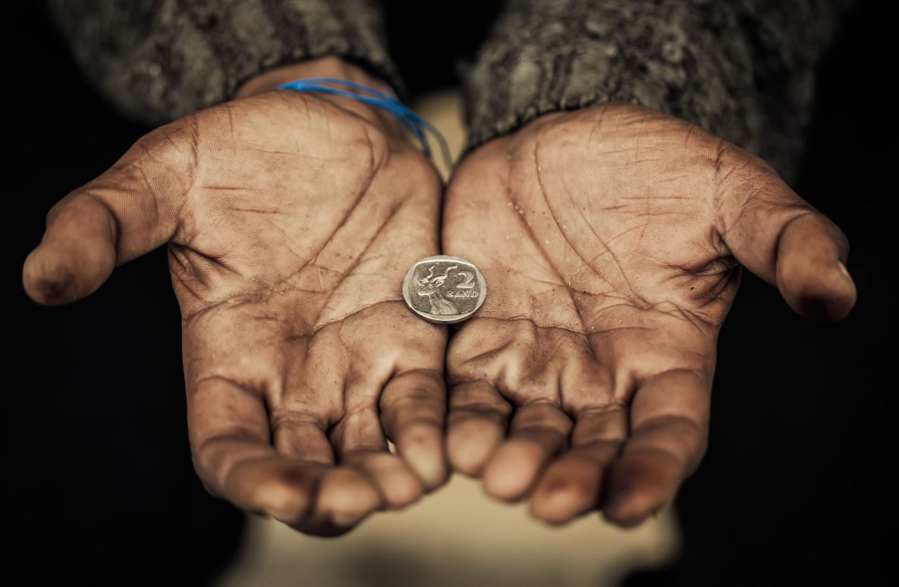 Riscul de sărăcie după standardele europene – maxim în România