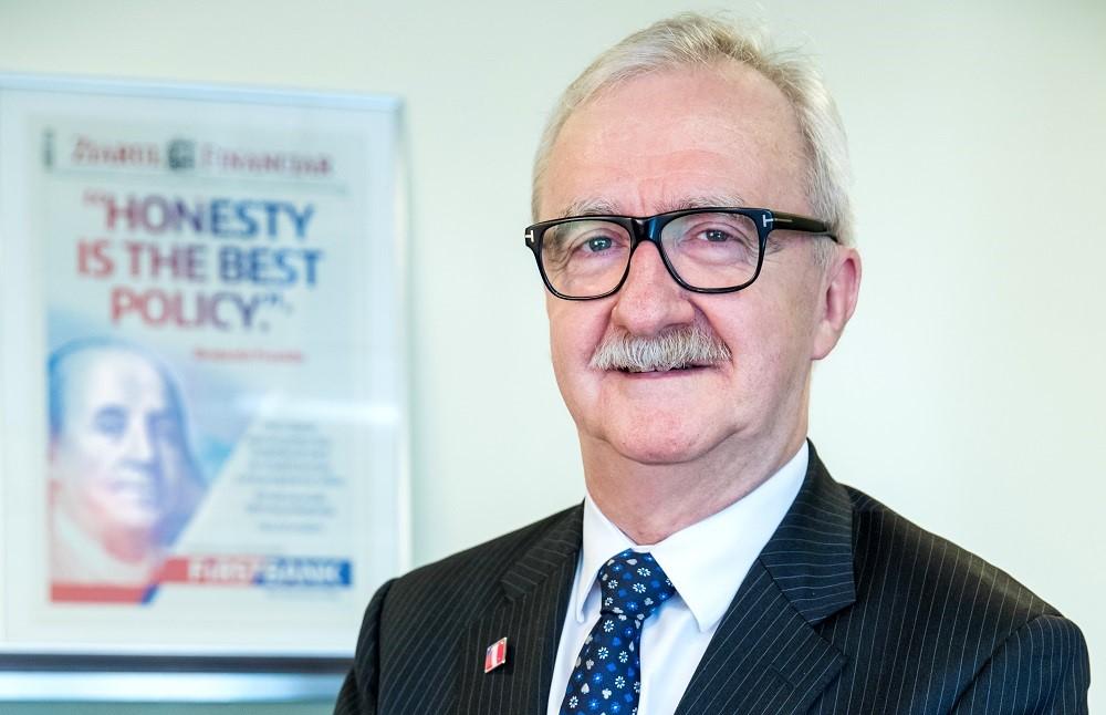 Robert Hadley a fost numit Vicepreședinte FIRST BANK