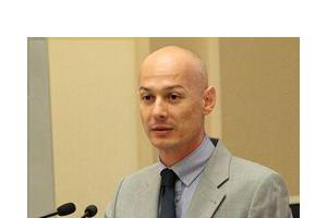 Viceguvernatorul BNR Bogdan Olteanu, in afaceri cu seful E ...  |Bogdan Olteanu
