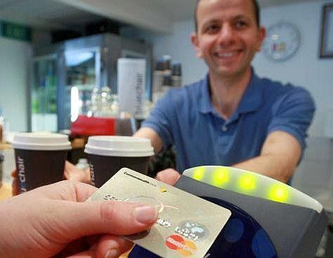 Cetelem oferă înapoi microbiştilor 10% din banii cheltuiţi cu cardul la terase