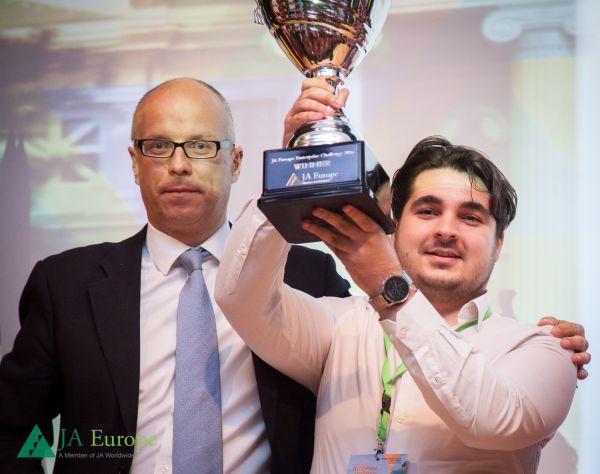 România a câstigat competiţia de antreprenoriat Junior Achievement European Enterprise Challenge 2016