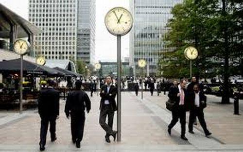 În UK, piaţa muncii dă semne clare de încetinire!