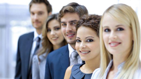 Studiu BCR: 57% dintre adolescenţi sunt clienţi ai unei bănci, iar 40% fac plăţi online