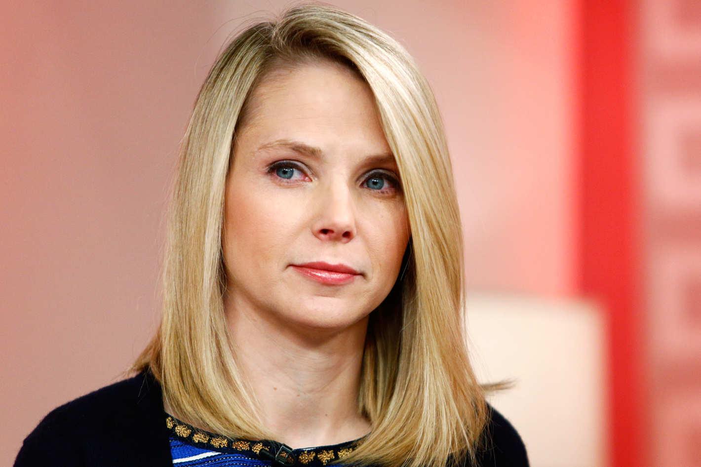 Marissa Meyer, CEO al Yahoo, tăiată de la bonusul salarial anual ca pedeapsă pentru superficialitaea cu care a tratat atacurile la care a fost supus portalul