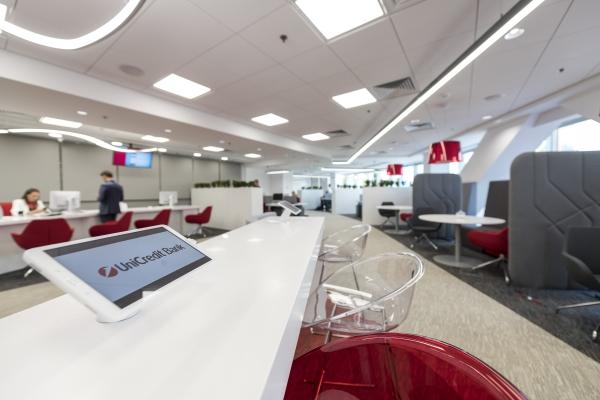 Prima sucursală UniCredit Bank creată împreună cu clienţii pentru clienți