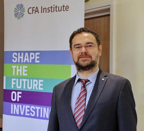 """25 de noi deţinători ai certificării CFA """"Chartered Finacial Analyst"""""""