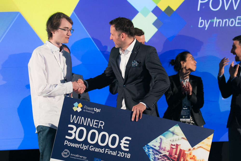 PowerUp! – o nouă ediție a concursului cu premii de până la 50.000 de euro pentru start-up-uri românești cu energia de a schimba lumea