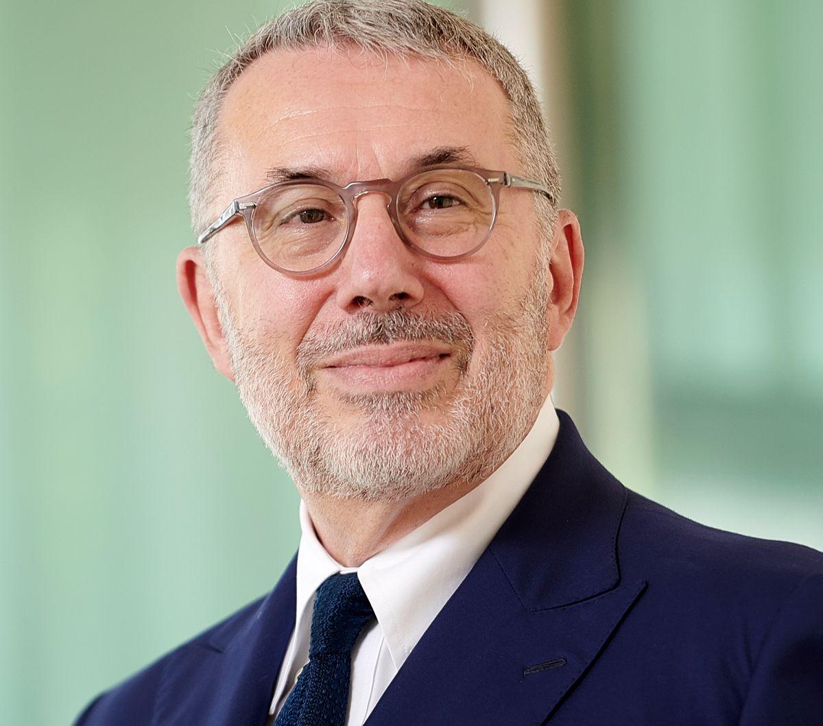 """Intesa Sanpaolo desemnată """"Banca Anului în Europa de Vest""""  și """"Banca Anului în Italia"""" la The Banker Awards 2020"""
